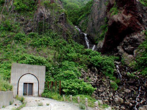 雄冬岬の無名滝