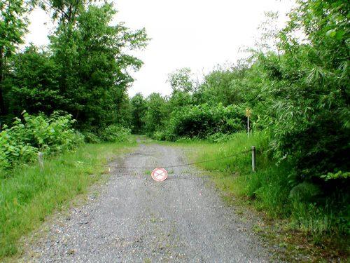 林道合流地点の鎖ゲート