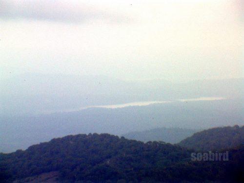 ピッシリ山山頂から見る朱鞠内湖