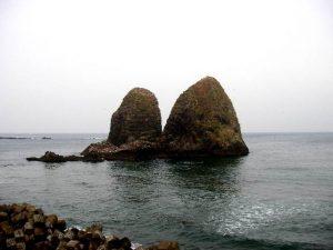 三本杉岩左側2つ