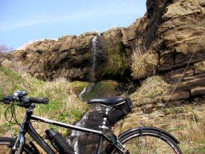 ホヤ石の滝とESCAPE R3